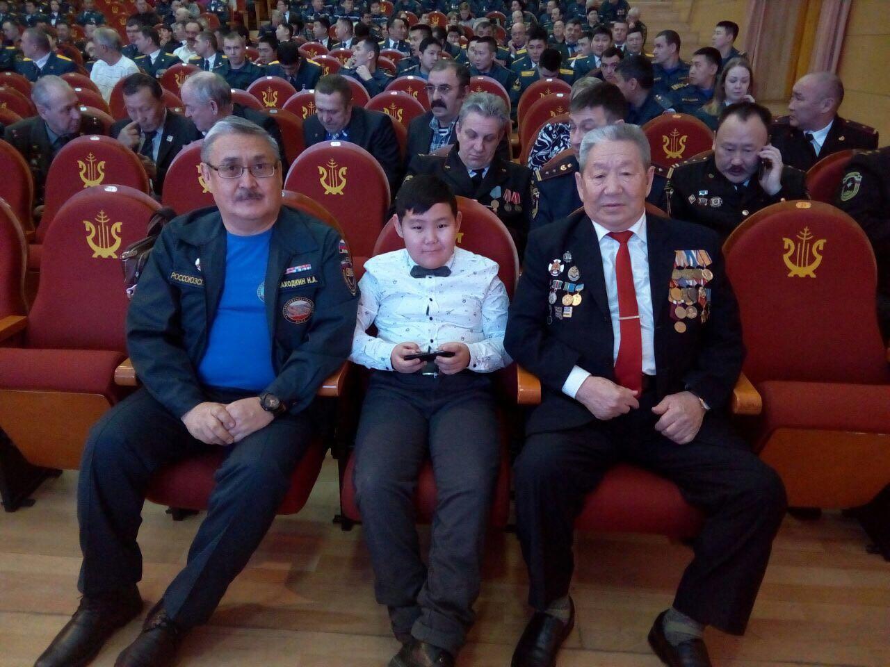 Ученик 5 класса Харысхан Хобров награжден медалью «За отличие в ликвидации чрезвычайной ситуации»