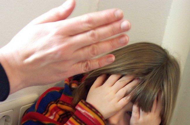 В Якутии полицейскими выявлено жестокое обращение с несовершеннолетней