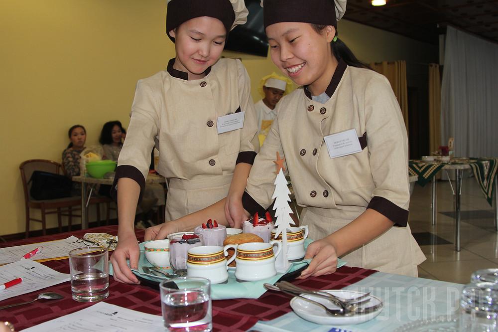 У кого вкуснее: Школьники Якутска соревновались в приготовления национальных блюд