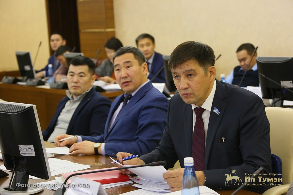 Юрий Баишев провел правительственный час об исполнении закона о национальных видах спорта