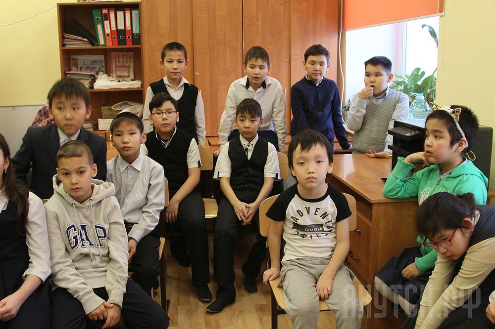 Елка добра: воспитанникам коррекционных школ вручены подарки