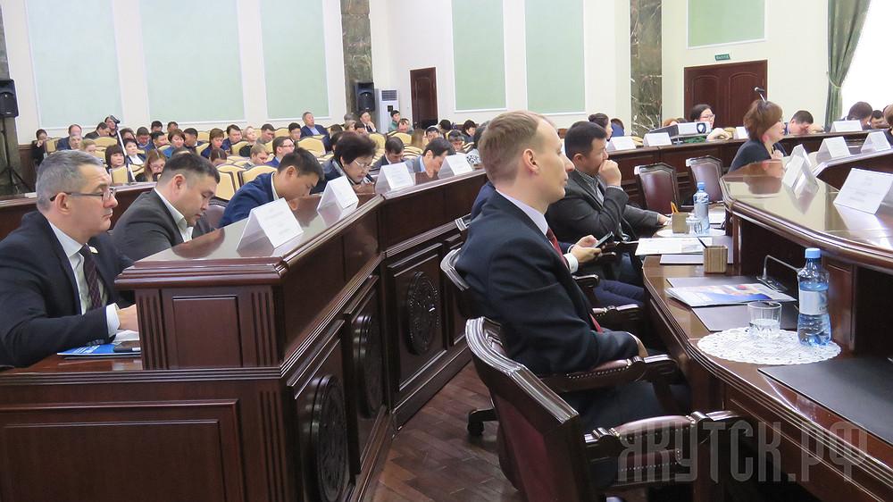 Депутаты Якутской городской Думы единогласно утвердили Отчет по итогам деятельности за 2017 год