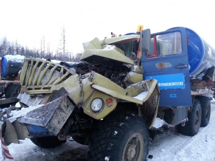 В Якутии столкнулись два большегруза