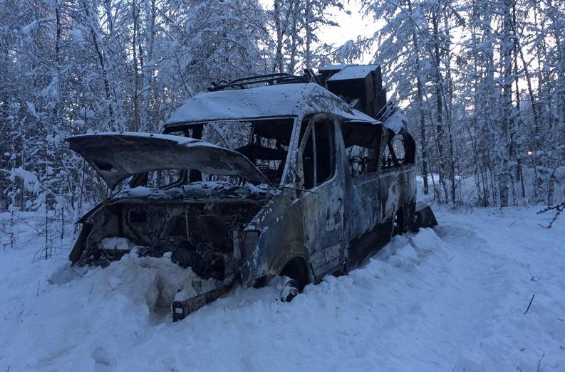 В Горном районе Якутии следователи выясняют причины возгорания маршрутного такси с пассажирами на трассе «Вилюй»