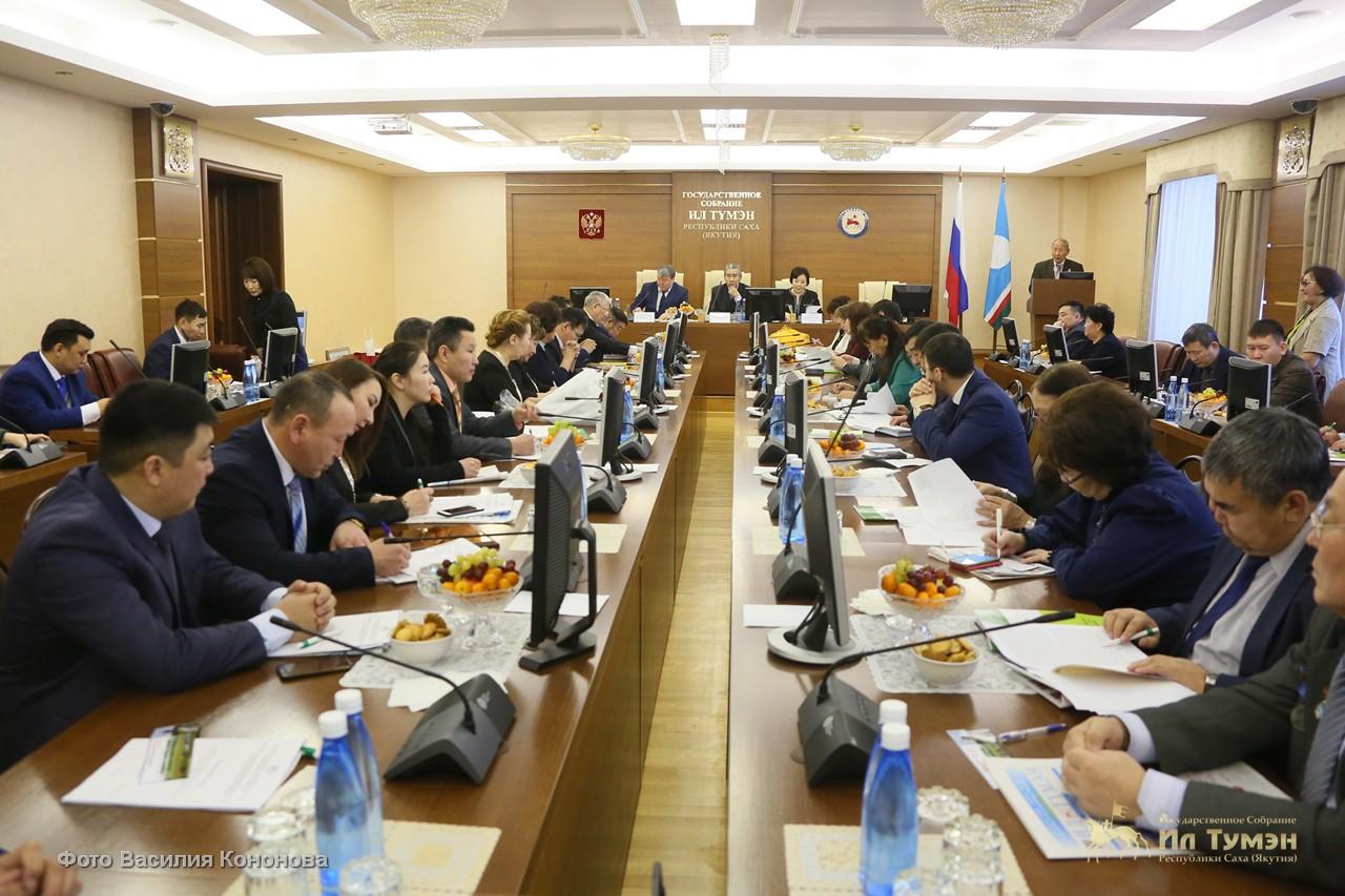 В парламенте обсудили вопрос развития агропрофилированных школ