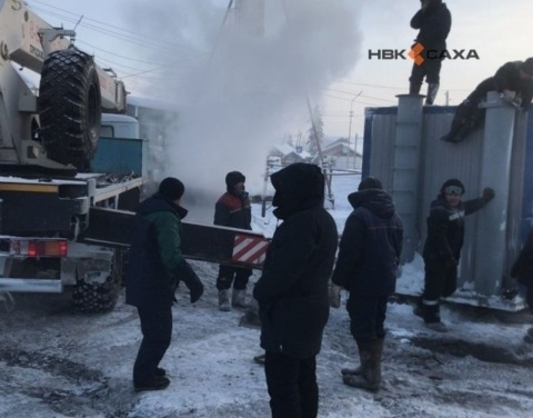 В селе Бердигестях Горного района Якутии продолжаются работы по подаче тепла