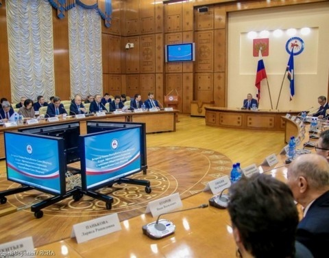 Егор Борисов обсудил с членами Общественной палаты РС(Я) актуальные вопросы деятельности