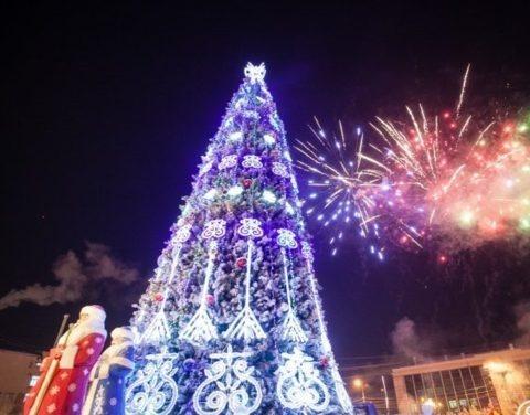 На главной площади республики состоялся традиционный новогодний фейерверк