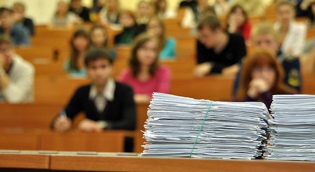 Рособрнадзор начнет называть школы, где завышают итоги всероссийских проверочных работ
