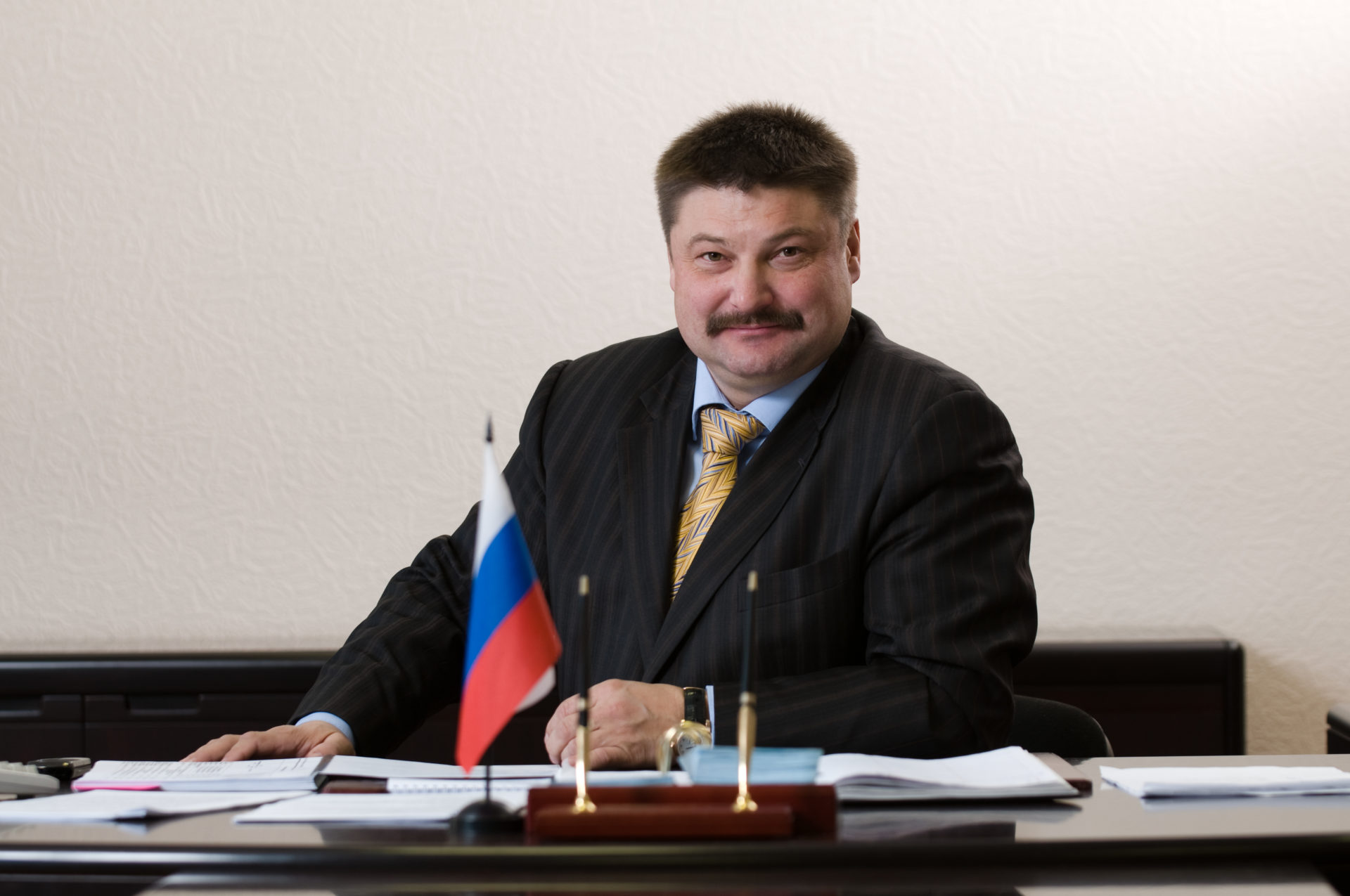 От имени коллектива АО « Акционерная компания «Железные дороги Якутии» поздравляю всех мужчин с Днём защитника Отечества!