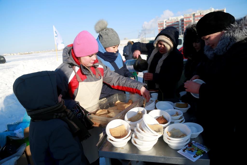 Аэропорт «Якутск» на Белом озере открыл каток и снежную горку для детворы