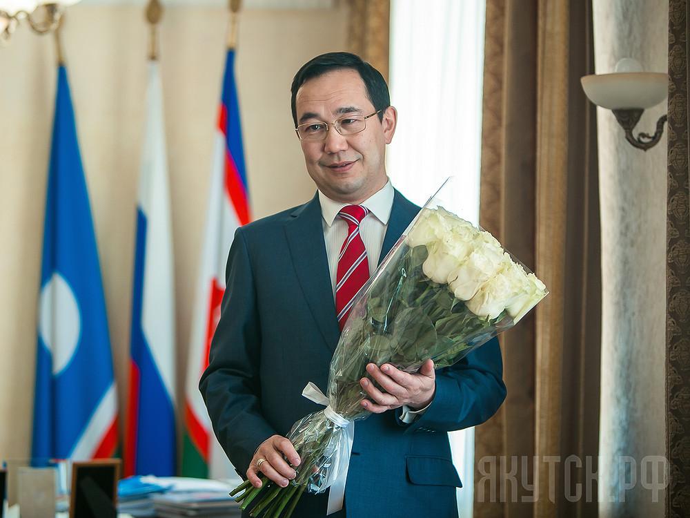Поздравление Главы города Якутска Айсена Николаева с 8 марта