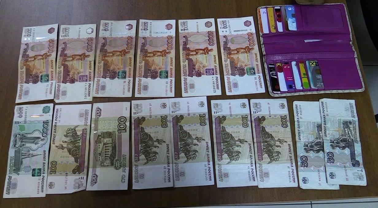 Женщина оставила 30 тысяч рублей в такси и улетела в другой город. Но ей повезло!