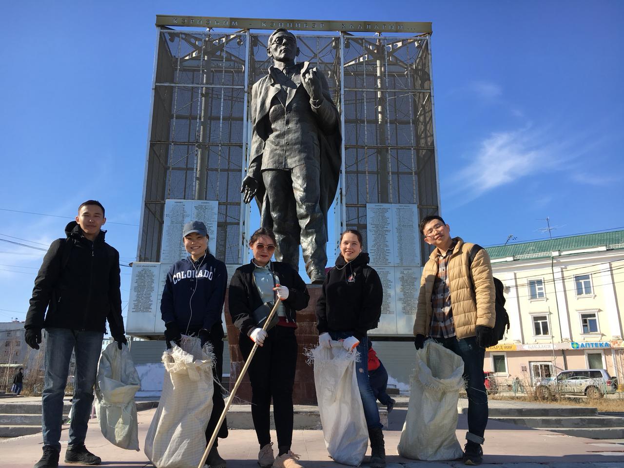 Студенты вышли на субботники по уборке исторических мест Якутска
