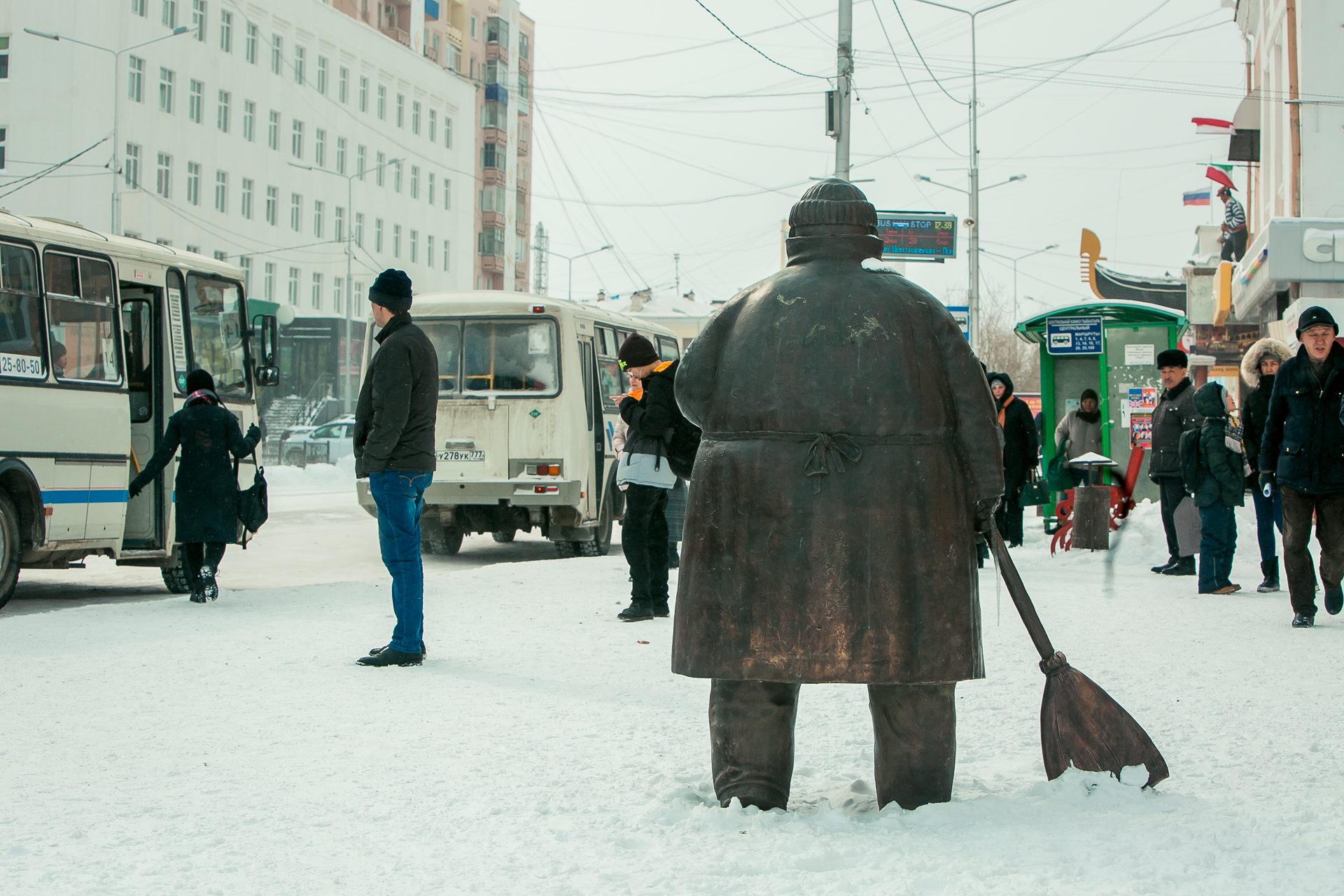 Комфортная городская среда: Скульптура «Дворник» и детские площадки Якутска признаны лучшими