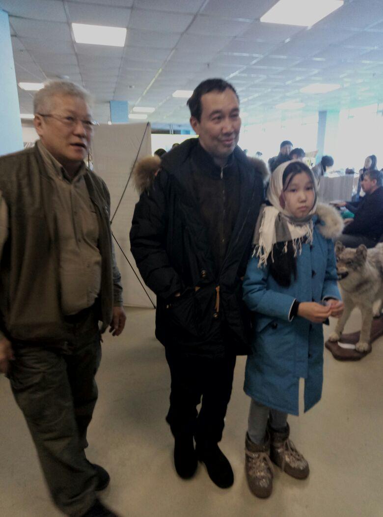 Мэр с дочкой посетили охотвыставку