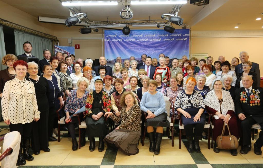 Аэропорт «Якутск» поздравил ветеранов с Днем авиации и космонавтики