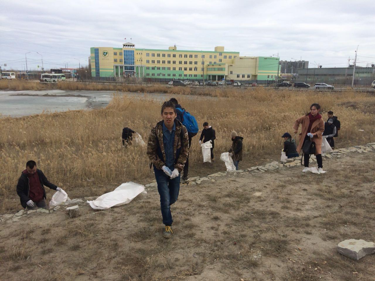 Городская акция ко Дню Земли: Студенты убрали мусор вокруг озер