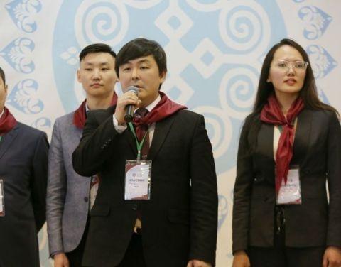 Победителем игры «МИНИСТР» стала команда «бордовых», предложившая метод электронной идентификации скота