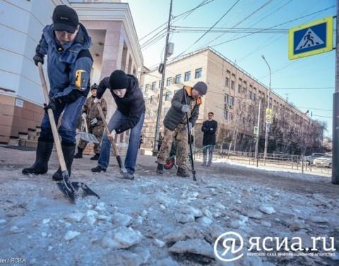Коллектив администрации главы и правительства Якутии вышел на весенний субботник