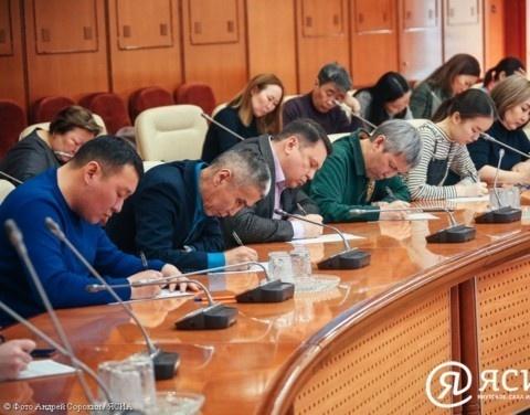 Сотрудники Администрации Главы и Правительства республики приняли участие в Тотальном диктанте