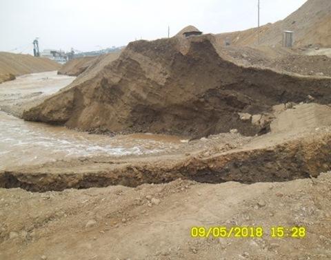 Вследствие прорыва дамбы загрязнены реки Большой Куранах и Селигдар