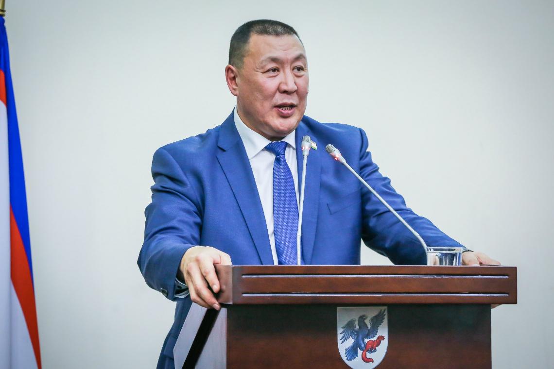 «Айсен Николаев пальцем не указал на нового врио мэра, но сказал, что он в зале»
