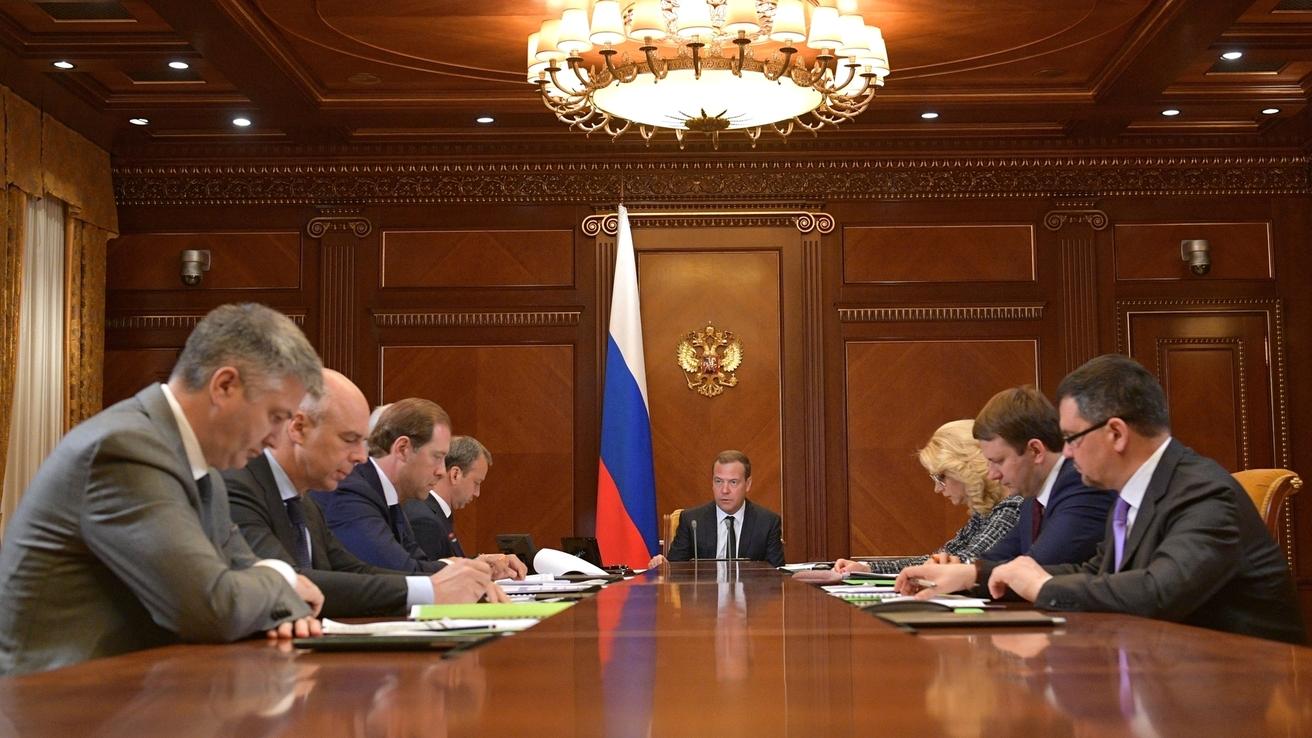 Медведев поставил задачи по исполнению новых «майских указов» Президента РФ в части промышленной политики