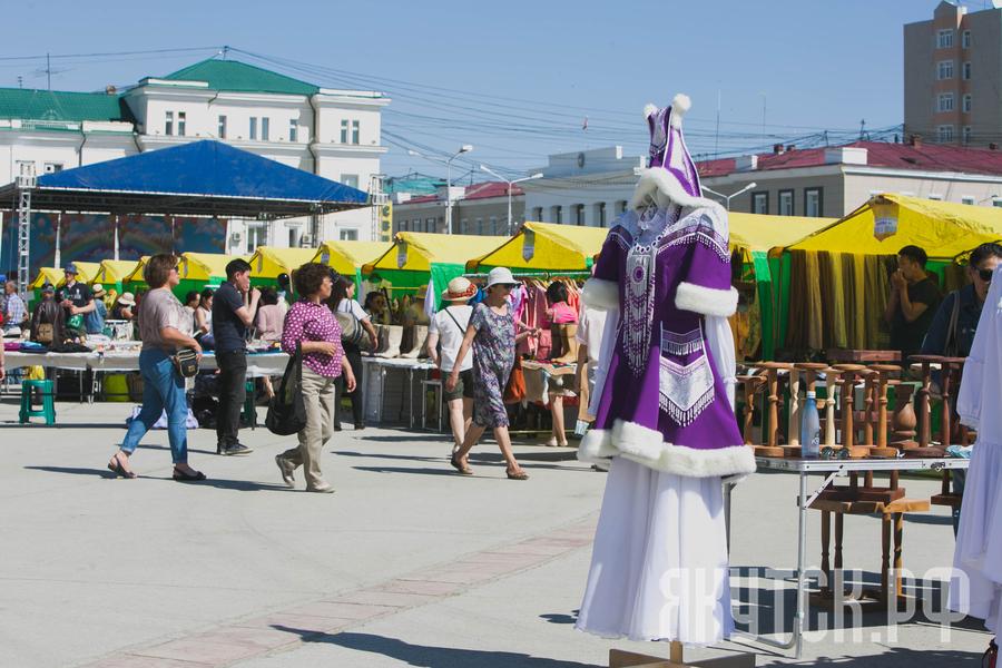В преддверии «Ысыаха Туймаады» в Якутске открылась выставка-ярмарка якутской национальной одежды