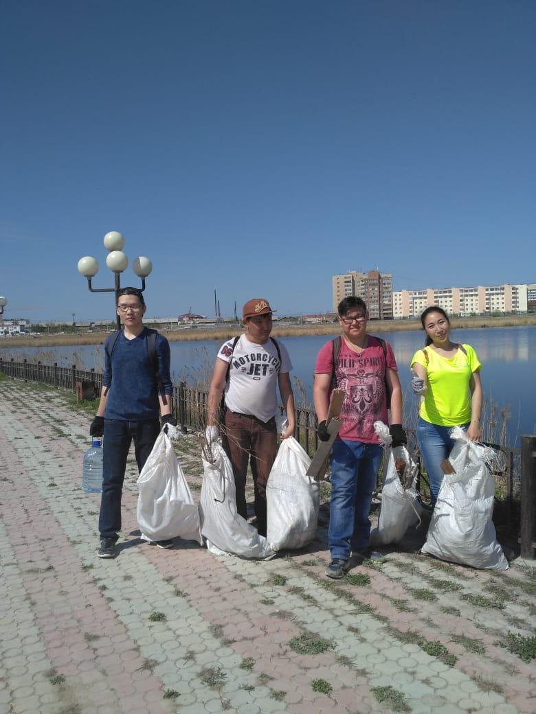 В рамках экологической акции очистили от мусора озеро Сайсары