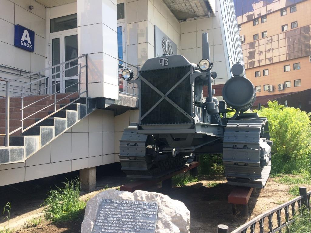 Памятник легендарному трактору «Сталинец — 60» установлен в Якутске