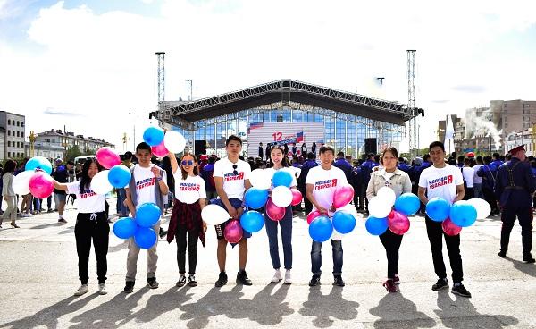 Волонтеры провели викторину на площади Ленина