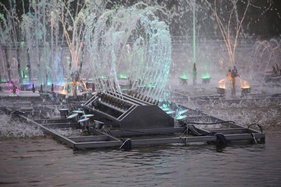 В Якутске появился первый светомузыкальный фонтан на воде