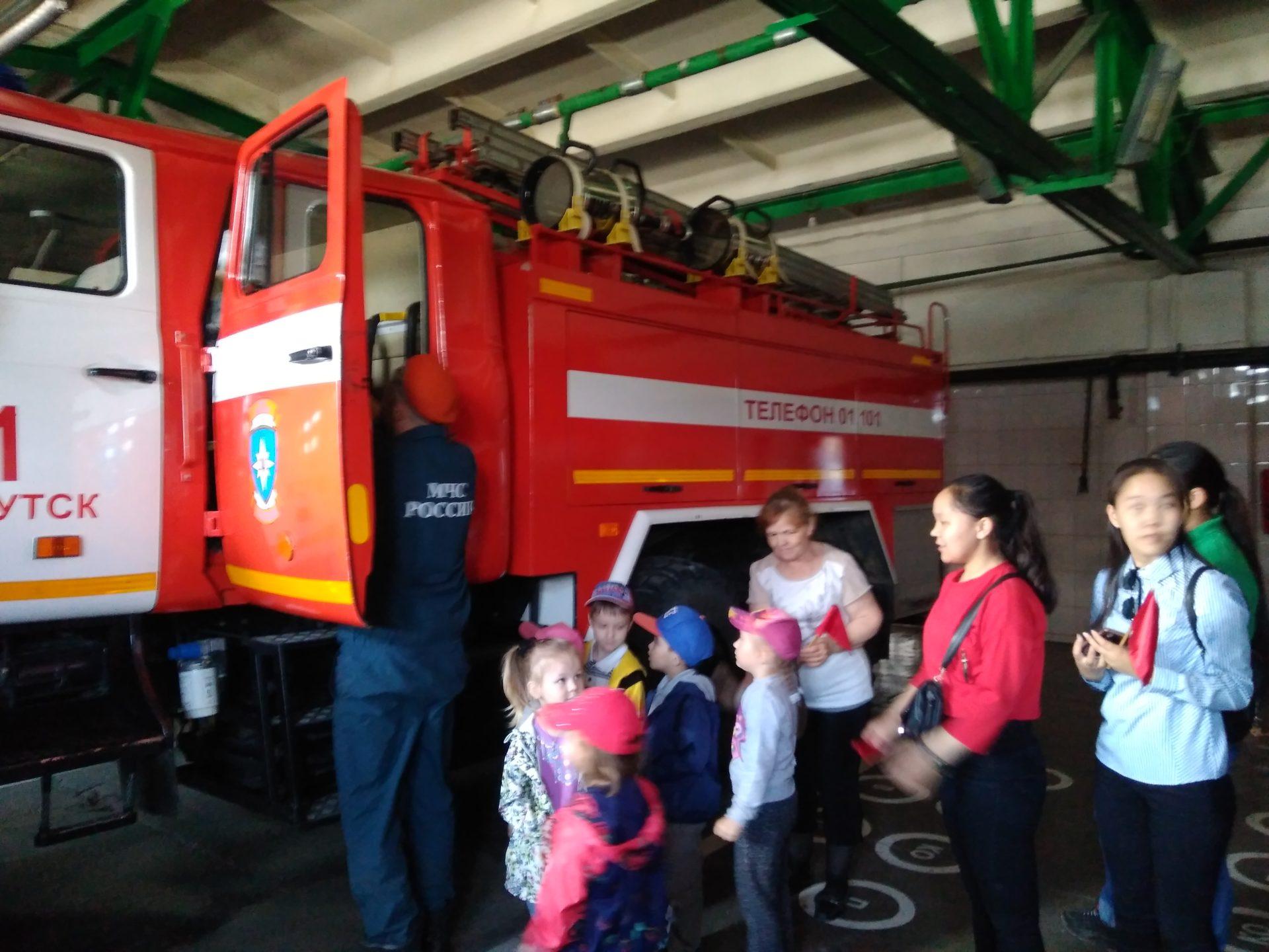 Якутские пожарные провели день открытых дверей