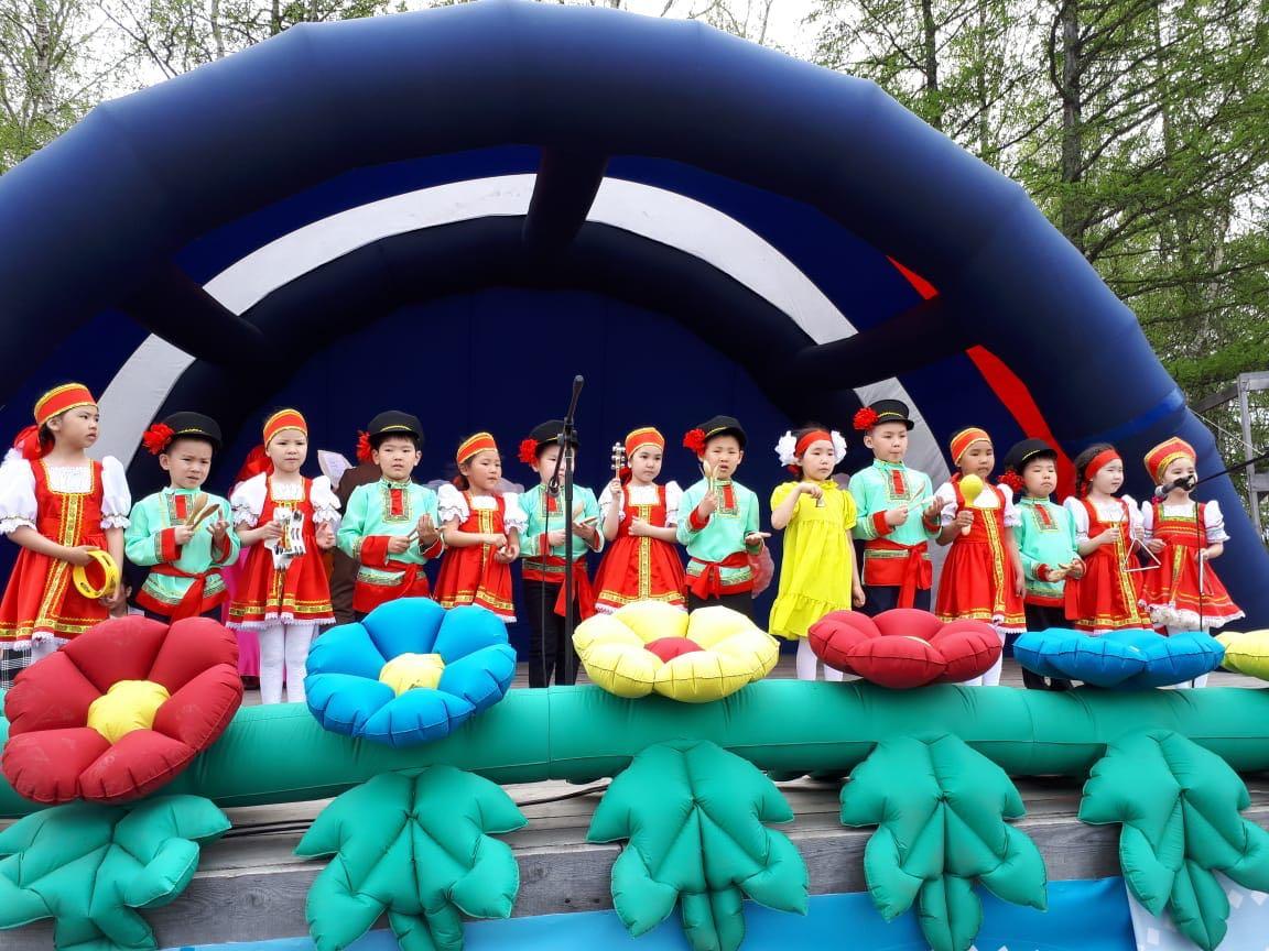 В Нюрбинском районе в Парке культуры и отдыха прошел праздник «С любовью к детям лето начинайте!»