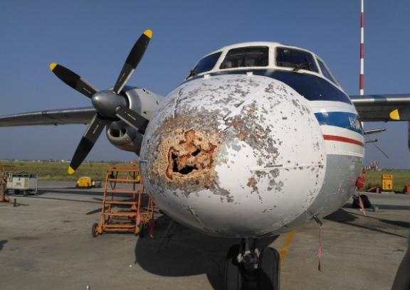 Самолет якутской авиакомпании совершил жесткую посадку с частичным повреждением в Якутии