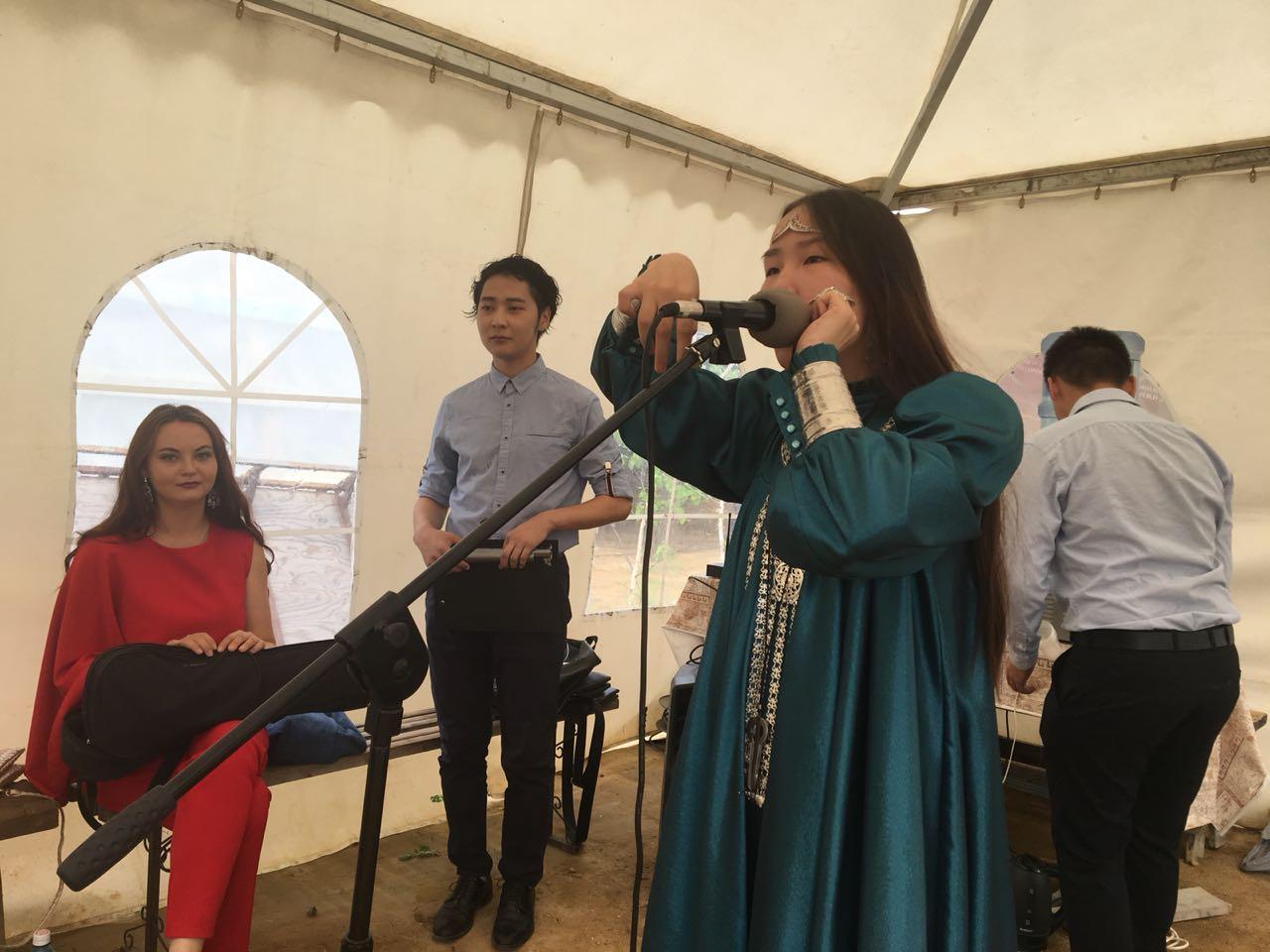 В Якутске прошел традиционный ретро-вечер для ветеранов