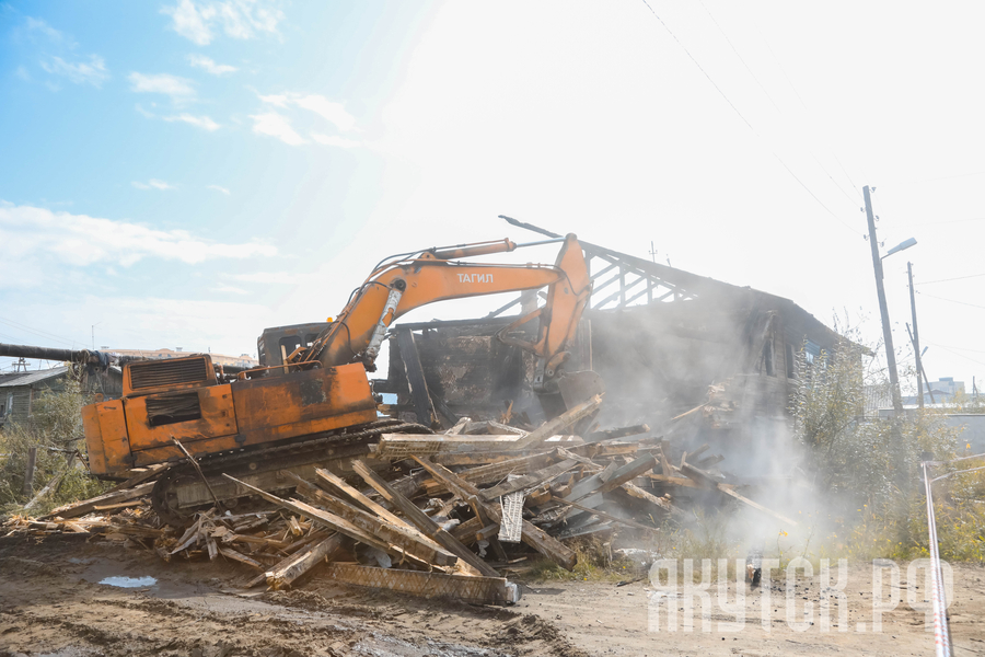 В Якутске продолжается снос аварийных домов