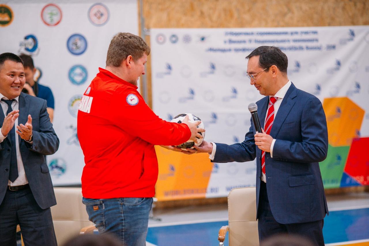 Айсен Николаев отметил позитивные изменения в системе СПО