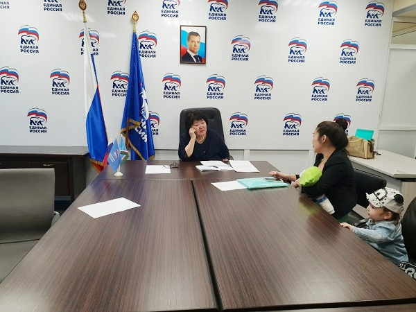 В общественных приемных «Единой России» стартовала акция «Собери ребенка в школу»