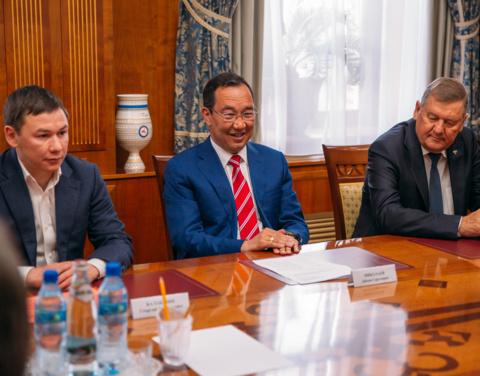Айсен Николаев встретился с представителями Российского футбольного союза
