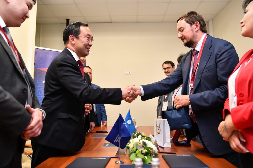 Айсен Николаев и Алексей Репик на полях ВЭФ подписали соглашение о сотрудничестве