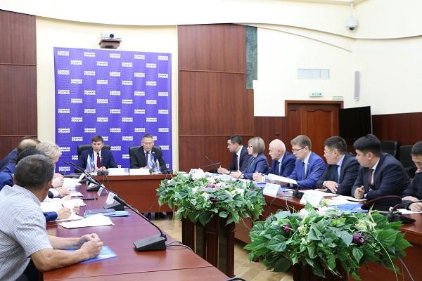 В Якутске во время Круглого стола обсужден вопрос проезда по дороге ВСТО для жителей Ленского района
