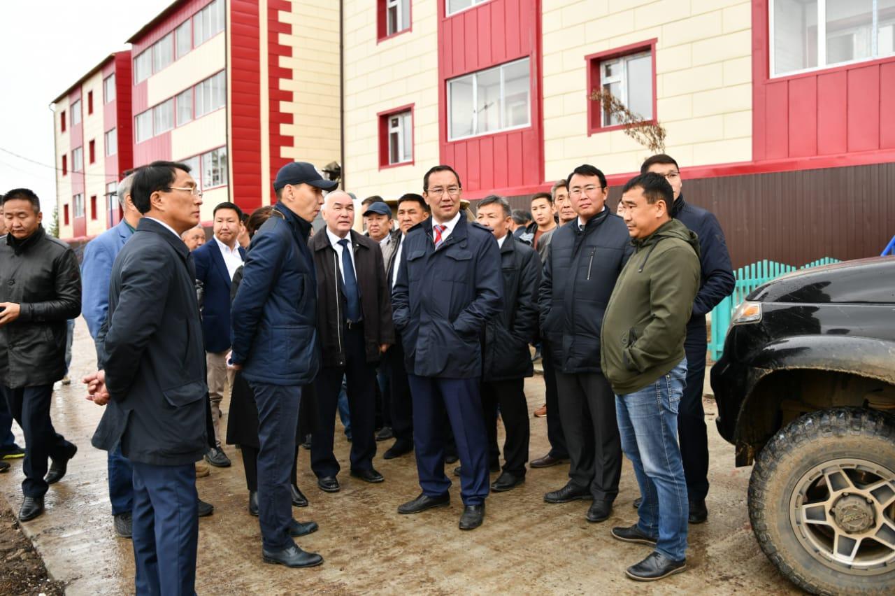 Айсен Николаев проинспектировал ход строительства социальных объектов в Вилюйске
