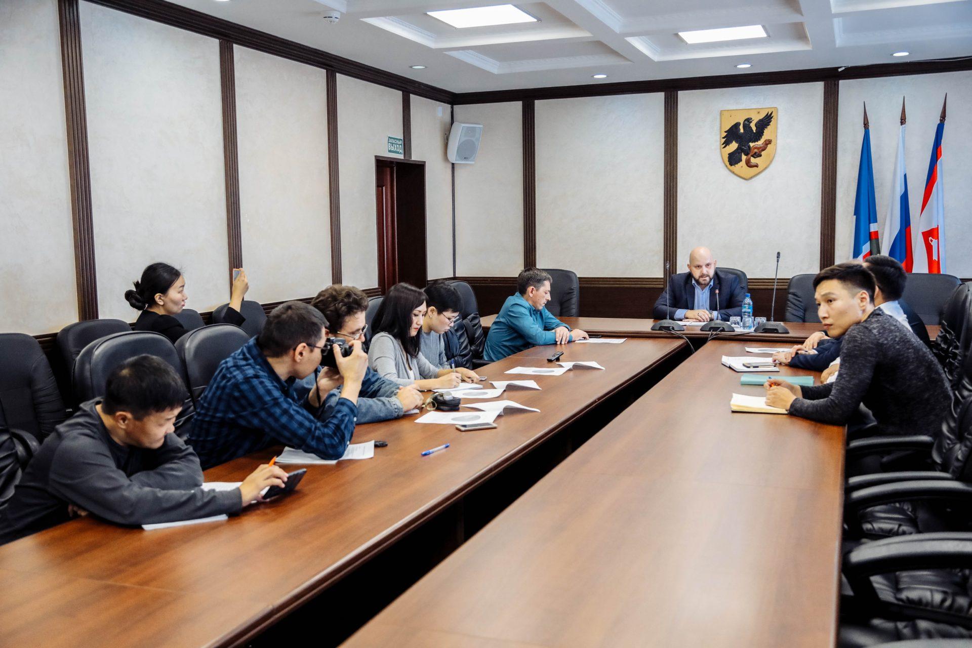 Администрация Якутска и частные автобусные перевозчики договорились о снижении тарифа при оплате за наличный расчет