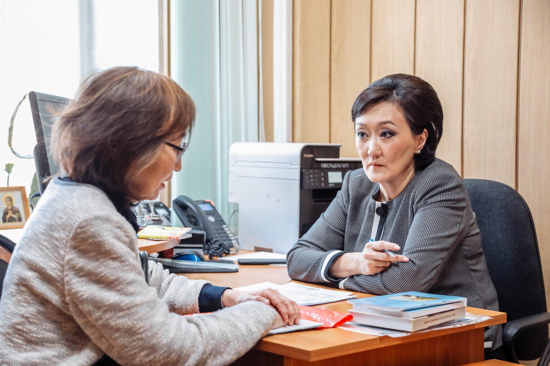 Сардана Авксентьева провела прием граждан по личным вопросам