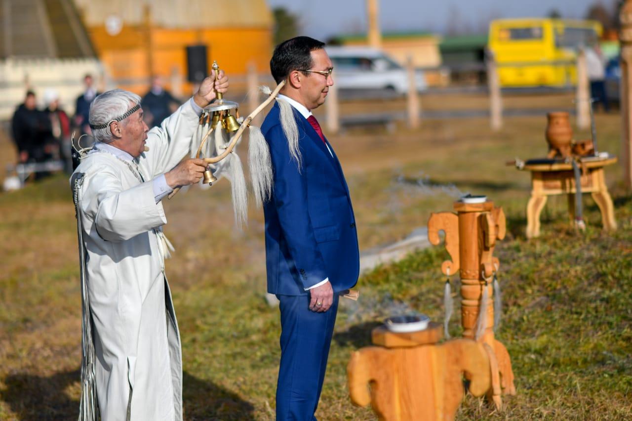 Айсен Николаев прошел национальный обряд благословения алгыс