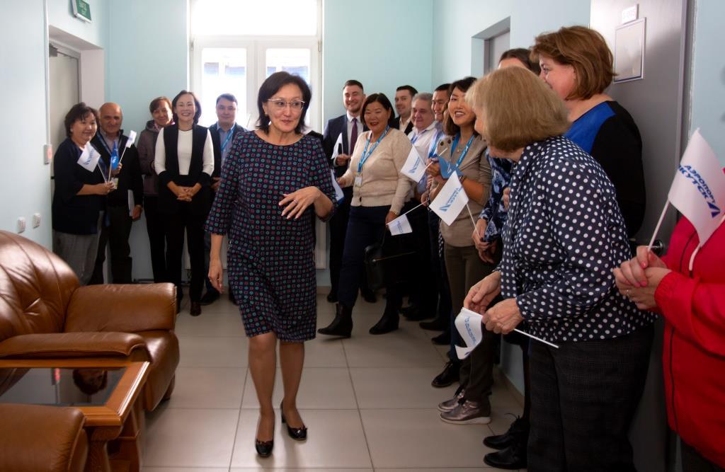 Коллектив аэропорта «Якутск» торжественно проводил Сардану Авксентьеву на должность главы города Якутска