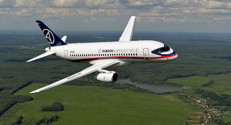 Самолет  авиакомпании «Якутия» после посадки в аэропорту «Якутск» выкатился за взлетно-посадочную полосу