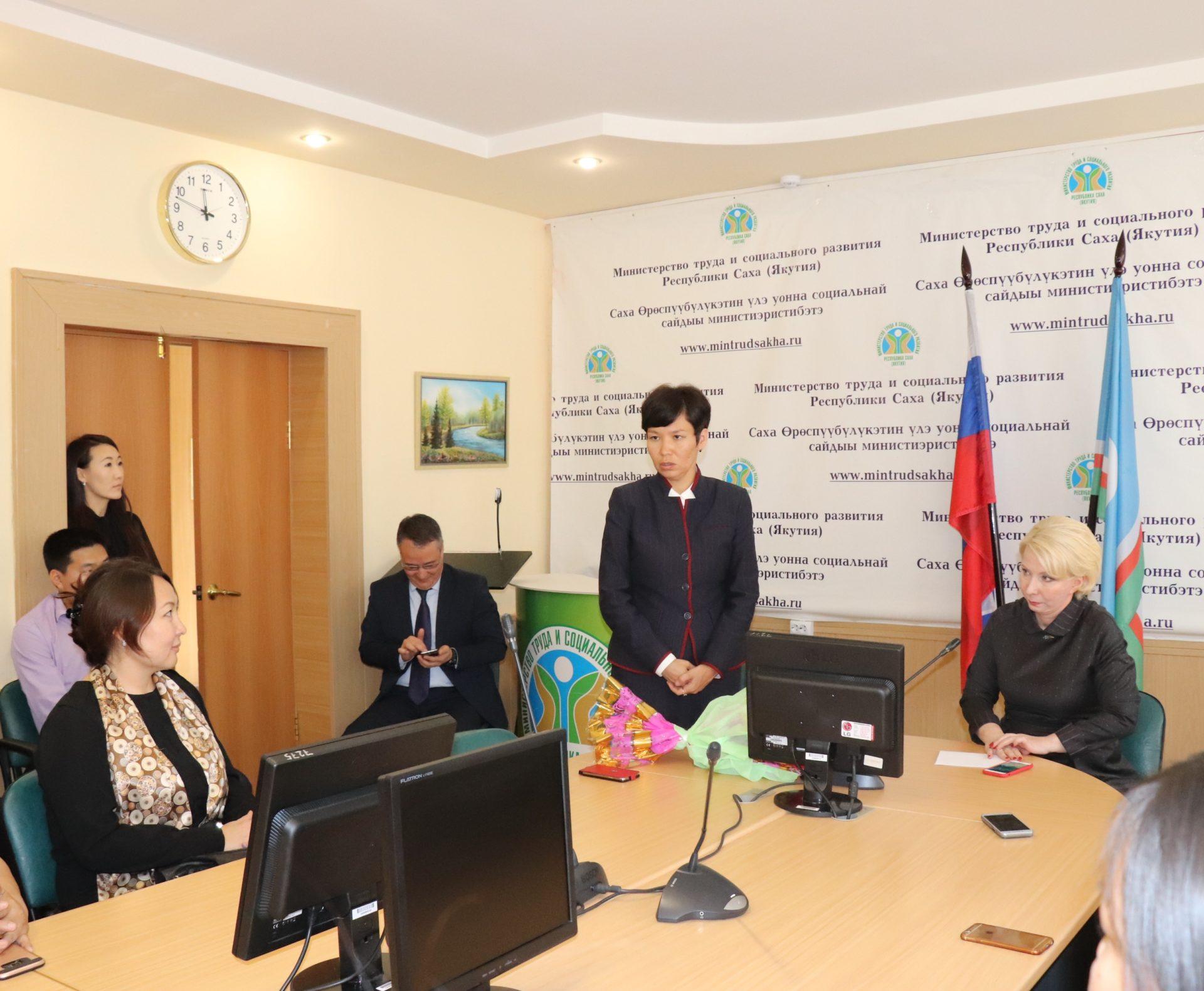 Ольга Балабкина представила коллективу Минтруда Якутии нового министра Елену Волкову
